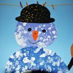 décoration de la crèche faite par les enfants, bonhomme de neige peinture
